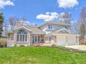 24064131 - Maison à étages à vendre