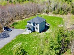 28449799 - Maison à étages à vendre
