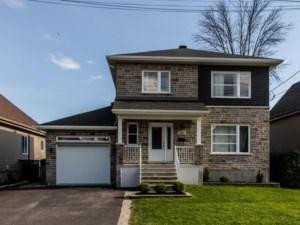 24737899 - Maison à étages à vendre
