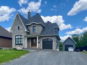 18782818 - Maison à étages à vendre