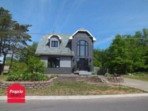 26166240 - Maison à étages à vendre