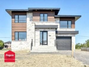 20002904 - Maison à étages à vendre
