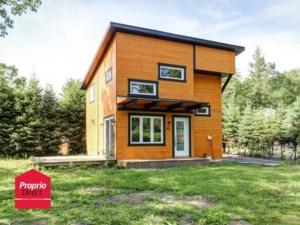 25239787 - Maison à étages à vendre