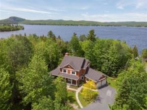 25589005 - Maison à étages à vendre