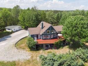 21743316 - Maison à étages à vendre