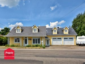 9811359 - Maison à étages à vendre