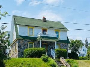 24542415 - Maison à étages à vendre