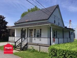 21720326 - Maison à étages à vendre