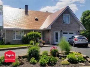 22359200 - Maison à étages à vendre