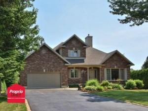19931541 - Maison à étages à vendre