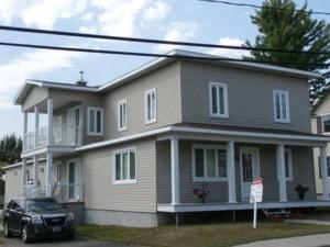 21421885 - Maison à étages à vendre