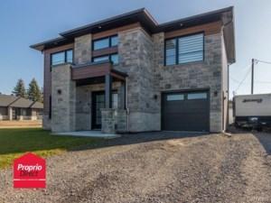 11616005 - Maison à étages à vendre