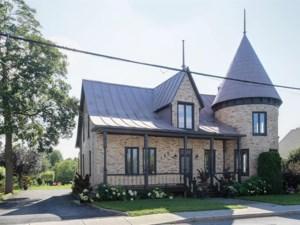 11060711 - Maison à étages à vendre