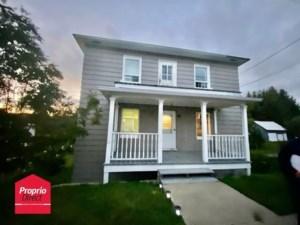 25032512 - Maison à étages à vendre