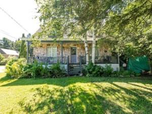 24813593 - Maison à étages à vendre
