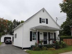 22736004 - Maison à étages à vendre