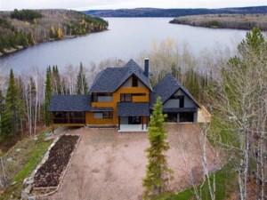 11747592 - Maison à étages à vendre