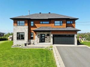 23129925 - Maison à étages à vendre