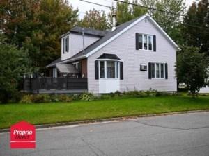 22103340 - Maison à étages à vendre