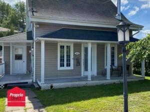 22373229 - Maison à étages à vendre