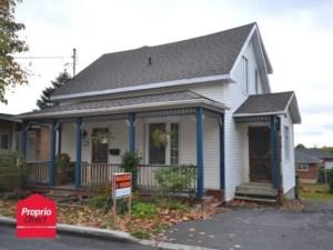 23993853 - Maison à étages à vendre