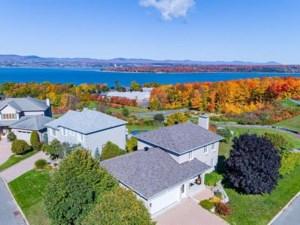 21942244 - Maison à étages à vendre