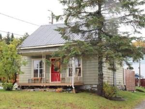 25992647 - Maison à étages à vendre