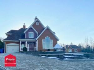 24365029 - Maison à étages à vendre