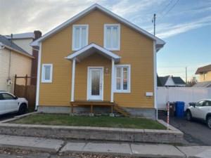28683772 - Maison à étages à vendre