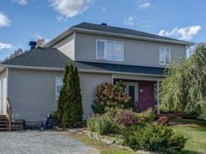 23810156 - Maison à étages à vendre
