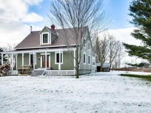 27421982 - Maison à étages à vendre