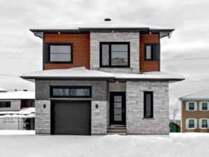 10708023 - Maison à étages à vendre