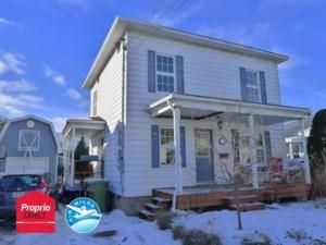 25587354 - Maison à étages à vendre