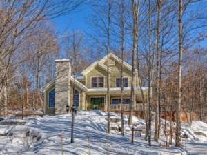 23683471 - Maison à étages à vendre