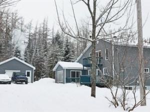 28637487 - Maison à étages à vendre