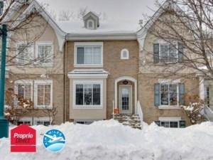 12123105 - Maison à étages à vendre