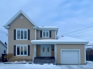 27086727 - Maison à étages à vendre