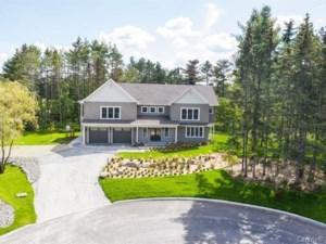 28657160 - Maison à étages à vendre