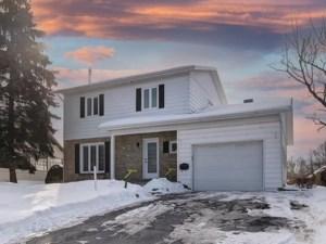 11589119 - Maison à étages à vendre