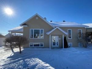 15130170 - Maison à étages à vendre