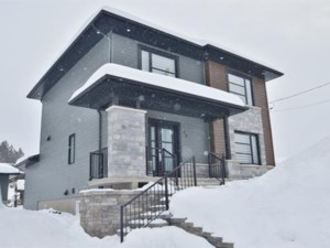26953256 - Maison à étages à vendre