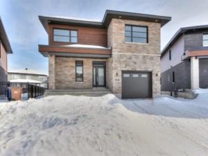 20705956 - Maison à étages à vendre