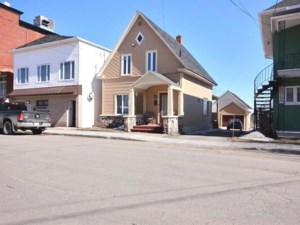 27326189 - Maison à étages à vendre