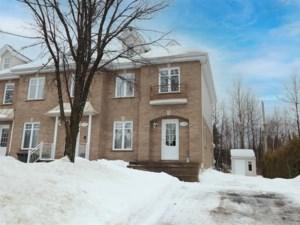 26426083 - Maison à étages à vendre