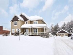 24070116 - Maison à étages à vendre