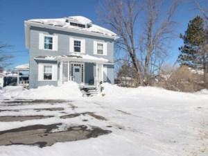 28313834 - Maison à étages à vendre