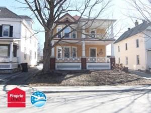 21420051 - Maison à étages à vendre