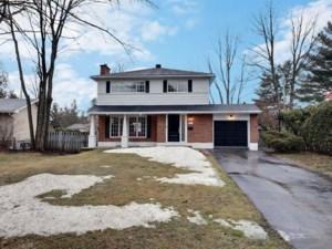 22752729 - Maison à étages à vendre