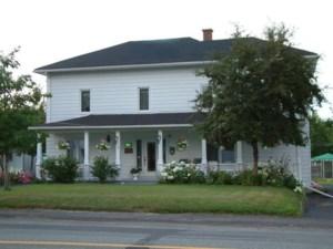 28085984 - Maison à étages à vendre