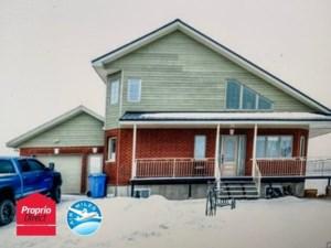 10871943 - Maison à étages à vendre